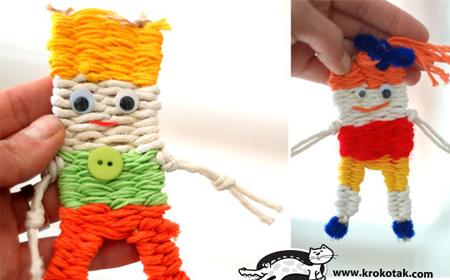 Muñecos de lana hechos en telar