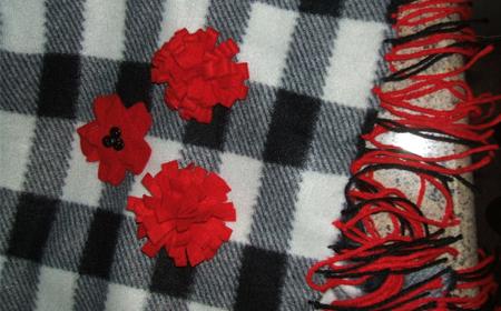 Decorar una bufanda con lana y fieltro
