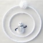 Móvil navideño con lanas