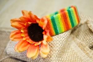 Cintillo primaveral decorado con lana